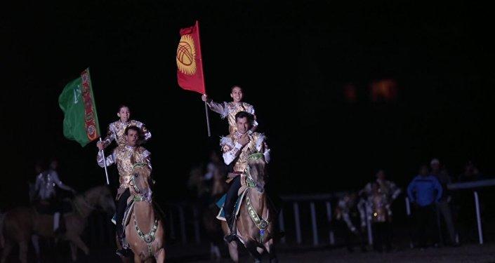Театрализованное шоу на церемонии открытия II Всемирных игр кочевников. Архивное фото