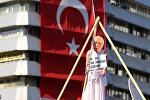 Повешенный манекен опозиционного проповедника Фетхуллаха Гюлена на площади Кызылай в Анкаре. Архивное фото