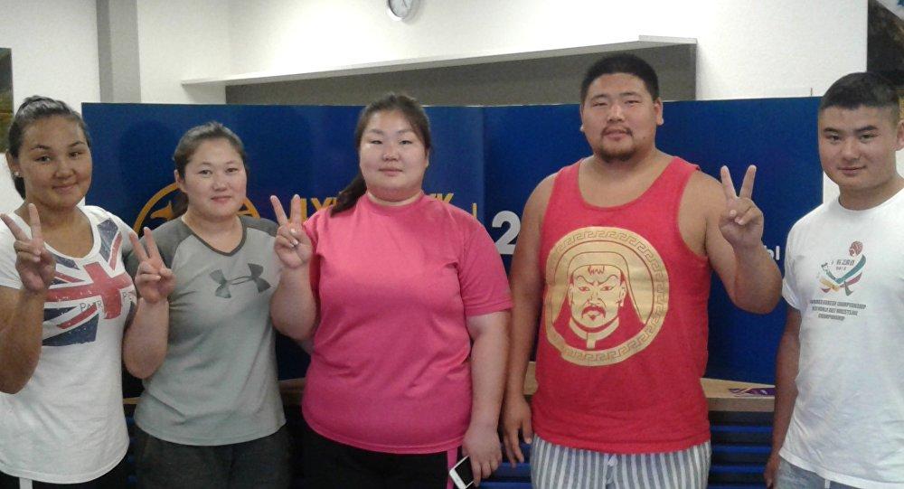 Спортсмены из монголии участвующие на вторых всемирных играх кочевников
