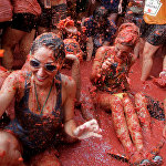 Испаниянын Буньоль аймагында салтка айланган томат майрамы өттү. Анда катышуучулар помидор менен чабышып, көңүл ачышат