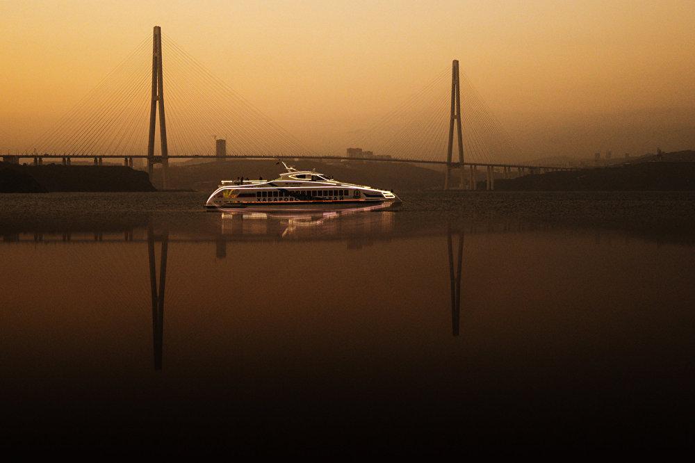 Ыраакы Чыгыштагы Орус аралынын Аякс булуңундагы яхта, Россия