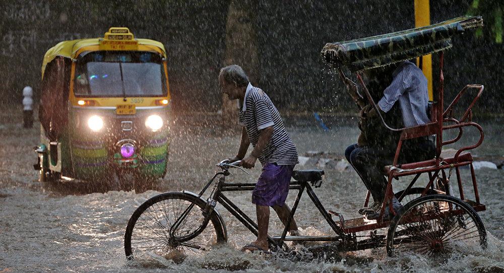 Последствия муссонных дождей в столице Индии Нью-Дели. Архивное
