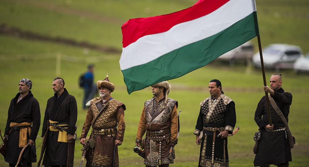 Венгерские спортсмены во время национальных игр салбуруун в рамках Всемирных игр кочевников на джайлоо Кырчын. Архивное фото
