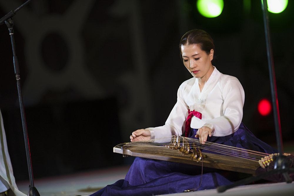 Этноконцерттеги япон кыз