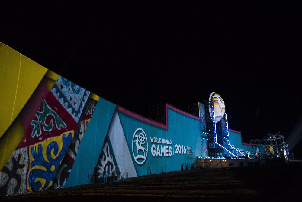 Чолпон- Атанын жанындагы ипподромдо этнофестивалдын биринчи күнүнүн аякташы