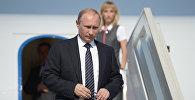 Учактан түшүп жаткан Россиянын президенти Владимир Путин