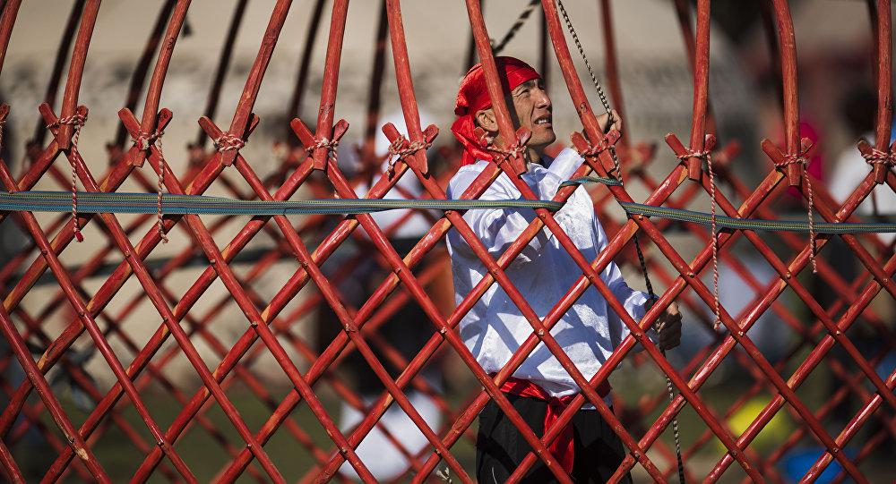 Игры кочевников: кыргызстанцы поставили мировой рекорд поустановке юрты