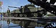 Первый в мире серийный советский средний танк Т-55 МБ (разработан в 1985 году), оборудованный автоматической системой противоатомной защиты (ПАЗ), представленный на выставке в рамках Международного военно-технического форума АРМИЯ-2016.