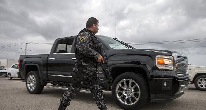 Сотрудник мексиканской полиции в районе Пуэрто Валларта. Архивное фото