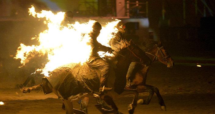 Выступление каскадеров во время торжественного открытия Вторых Всемирных игр кочевников. Архивное фото