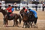 Спортсмены из Кыргызстана и Казахстана на финальных играх по Кок-бору в рамках вторых всемирных играх кочевников. Архивное фото