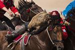 Кыргызстанские всадники по кок-бору. Архивное фото