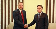 Встреча заместителя министра Азамата Усенова с недавно назначенным генеральным консулом России в Оше Романом Свистиным
