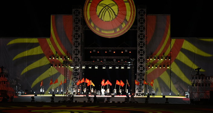 На торжественной церемонии после концерта премьер-министр Кыргызстана Сооронбай Жээнбеков объявил Вторые Всемирные игры кочевников закрытыми.