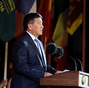 На торжественной церемонии после концерта премьер-министр Кыргызстана Сооронбай Жээнбеков объявил II Всемирные игры кочевников закрытыми.