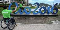 Спортсмен в Олимпийской деревне в преддверии XV летних Паралимпийских игр 2016 в городе Рио-де-Жанейро. Архивное фото