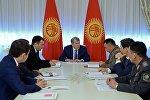 Президент Алмазбек Атамбаев Үңкүр-Тоо жана чек ара маселеси боюнча жыйын өткөрдү