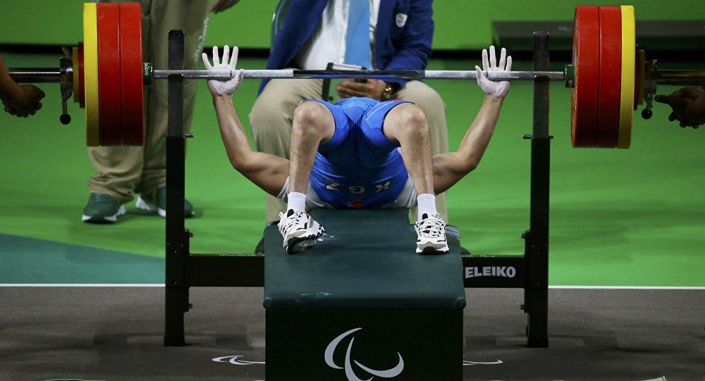 Пауэрлифтинг боюнча спортчу Эсен Калиевдин архивдик сүрөтү