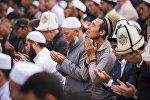 Мусулмандар намаз убагында. Архивдик сүрөт
