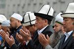 Премьер-министр Сооронбай Жээнбеков Орозо айт намазында. Архивдик сүрөт