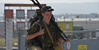 Военнослужащий на тактических учениях. Архивное фото