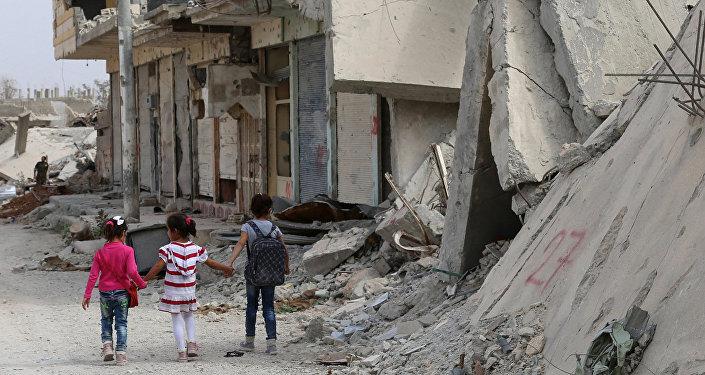 Сирияда мектепке бараткан окуучулар. Архив