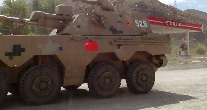Колонна состоит примерно из 60 единиц бронетранспортеров, специальных военных машин и грузовиков