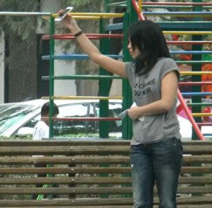 Дорогой смартфон или совесть — соцэксперимент в Бишкеке