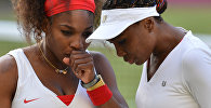 Американские теннисистки Винус Уильямс (справа) и Серена Уильямс. Архивное фото