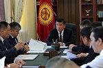 Премьер-министр Сооронбай Жээнбеков интернет тарифин жогорулатуу маселесин караган атайын жумушчу жыйын учурунда