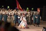 Делегация сборной Кыргызстана на параде участников II Всемирных игр кочевников на церемонии открытия. Архивное фото