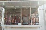 Павильон по продаже мяса в одном из рынков города Ош
