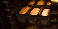 Готовка хлеба в пекарне. Архивное фото