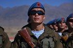 Солдаты казахской армии на военных учениях. Архивное фото