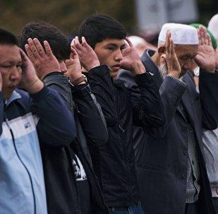 Мусульмане во время намаза. Архивное фото