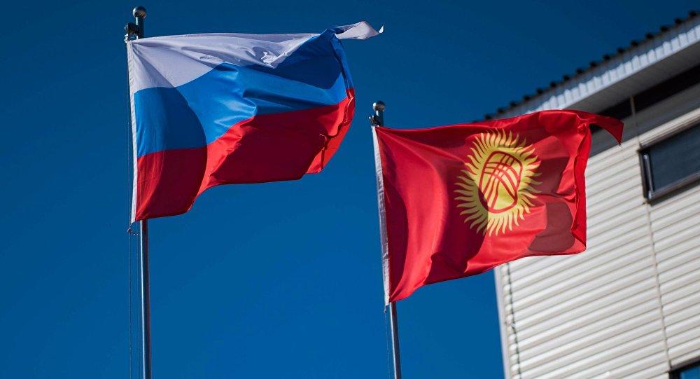 Кыргызстан жана Россия желеги. Архивдик сүрөт