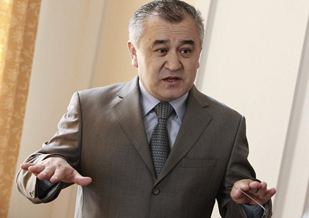 ЖК депутаты Өмүрбек Текебаевдин архивдик сүрөтү