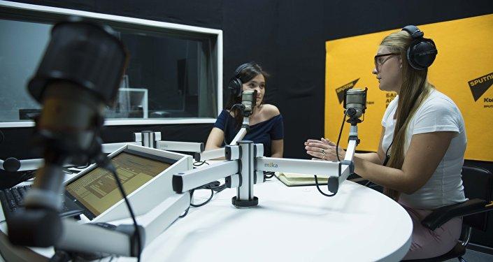 Радиокөпүрөнүн обосунда Sputnik алып баруучулары 16-17-сентябрь күндөрү Бишкекте өтүп жаткан КМШ өлкөлөрүнүн мааракелик саммитинин жыйынтыктарын талкуулады