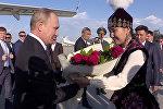 Путинди Манас аэропортунан кымча бел кыздар тосуп алды