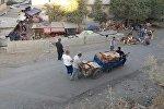 Работники рынка на митинге против закрытия базара в Оше
