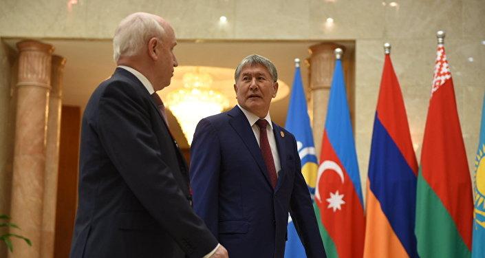Президент Алмазбек Атамбаев КМШ мамлекеттеринин жетекчилеринин кеңейтилген жыйынында. Архив