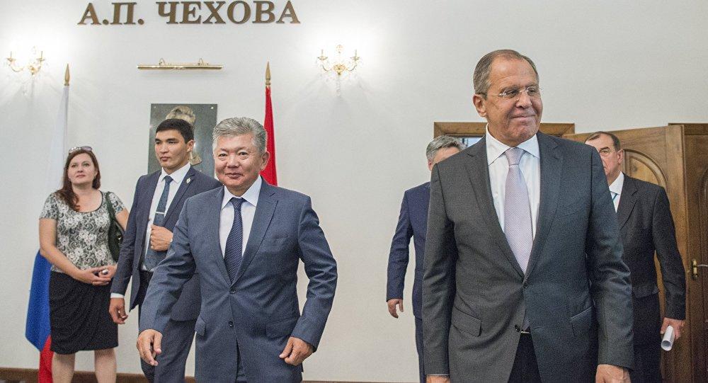 Глава МИД РФ С. Лавров посетил школу в Бишкеке