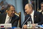 Архивное фото президента России Владимира Путина (справа) и министра иностранных дел РФ Сергея Лаврова