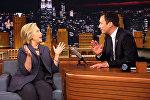 Ведущий программы The Tonight Show Джимми Фэллон и гость программы кандидат в президента США Хиллари Клинтон