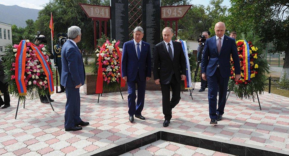 Участники саммита СНГ вБишкеке почтили память погибших в 1916г