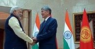 Президент Алмазбек Атамбаев жана Индиянын премьер-министри Нарендра Моди. Архивдик сүрөт