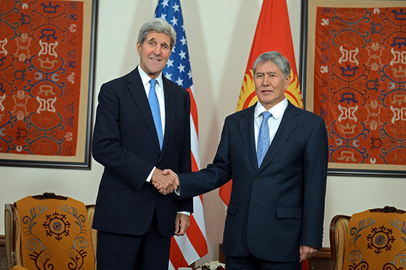Президент Кыргызской Республики Алмазбек Атамбаев встретился с государственным секретарем Соединенных Штатов Америки Джоном Керри, прибывшим в страну с визитом