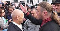 Протестующие у посольства РФ в Киеве не пропускали пришедших на выборы россиян