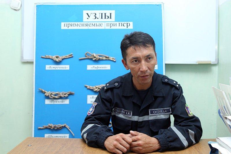 Командир группы Службы спасения по Бишкеку лейтенант Артур Эрназаров во время интервью