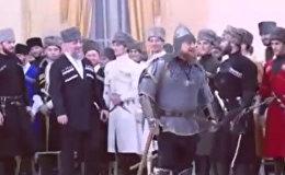 Рамзан Кадыров пришел на праздник в шлеме, латах и с мечом